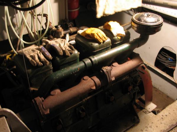 Les gants à sécher..sur le moteur