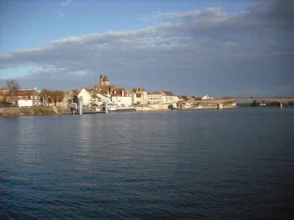 Le Bourg de St Jean de Losne